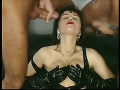 Brunet in latex outfit double penetrated